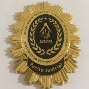 PLACA DE LA ASOCIACIÓN DE CRIMINALISTAS FORENSES, PERITOS JUDICIALES E INVESTIGADORES DE SINIESTROS.