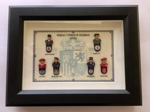 Cuadro de figuras pintadas a mano de los Cuerpos y Fuerzas de Seguridad españoles