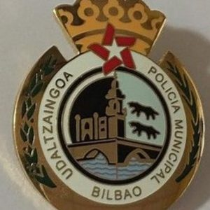 Insignia de solapa de la Policía Municipal de Bilbao.