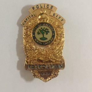 Insignia de la policía de Raleigh, capital del Estados de Carolina del Norte,  Estados Unidos.