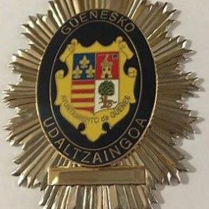 Antigua placa de la policía municipal de Güeñes, Vizcaya.