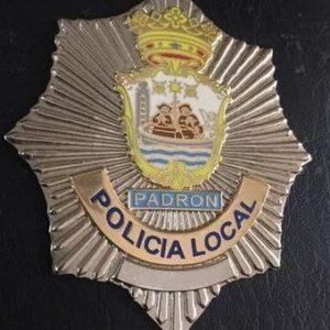 Antigua placa de la policía local de Padron, en la comarca del Sar, A Coruña, Galicia.