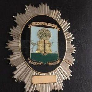 Antigua placa de identificación profesional utilizada por la policía municipal de Gernika.