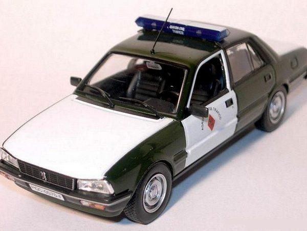 Peugeot 505 del año 1982 de la Agrupación de Tráfico de la Guardia Civil